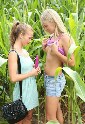 Free Lesbian Picture Teen 28